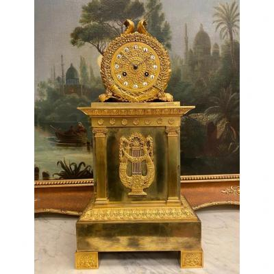 Pendule De Cheminée Empire Français En Bronze Doré