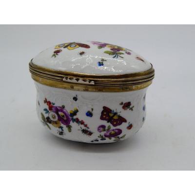 Boite aux fleurs en porcelaine XVIIIème