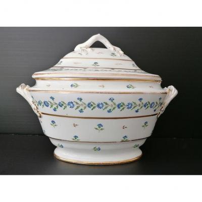 Paris Porcelain Soup Tureen, Decor Aux Barbeaux