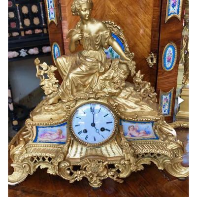 Golden Bronze Pendulum And Porcelain Plates. Ref: 64
