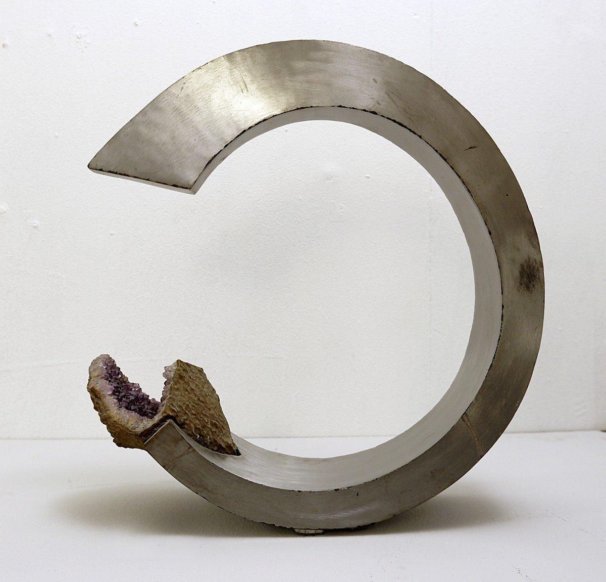 Sculpture En Arc En Aluminium Brossé Et Améthyste