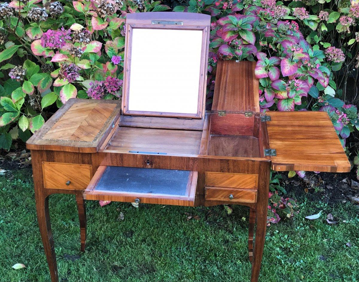Coiffeuse écritoire d'époque Louis XV en placage de bois de rose et bois de violette.