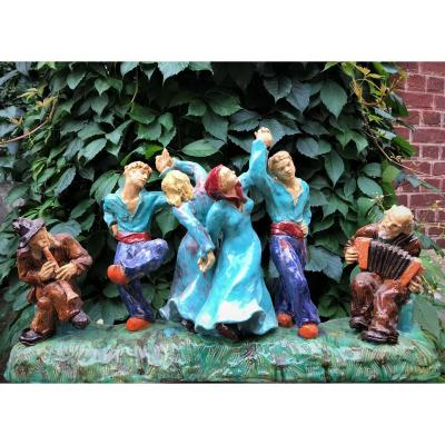 Importante sculpture en céramique : danse folklorique par Perrier