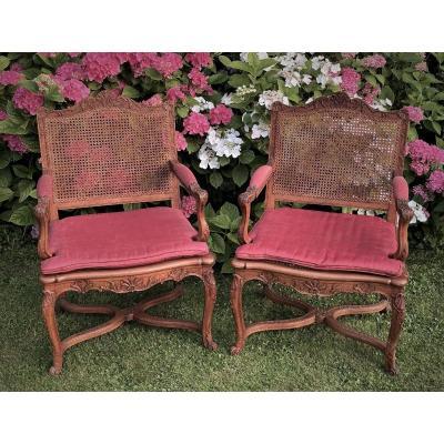 Paire de fauteuils de style Régence