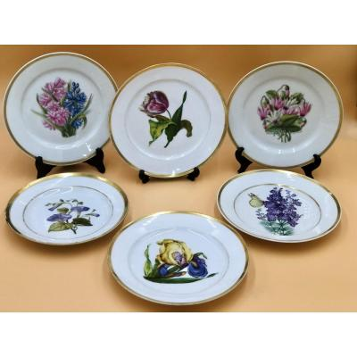 Suite Of 6 Porcelain Plates From Paris, First Half 19th Century.