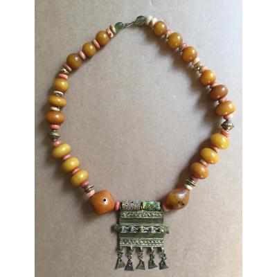 Collier ethnique ancien tribal Touareg ambre pierres verre Millefiori et cuivre doré XXe