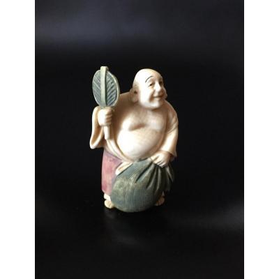 Netsuke en ivoire polychrome, Hotei debout, Japon, début XXe