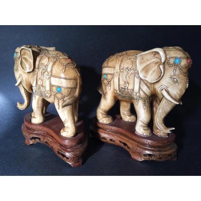 Paire d'éléphants en ivoire, cabochons turquoise et corail, XIXe, Chine, époque Qing
