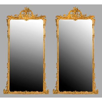 Grande Paire De Miroirs En Bois Dorés