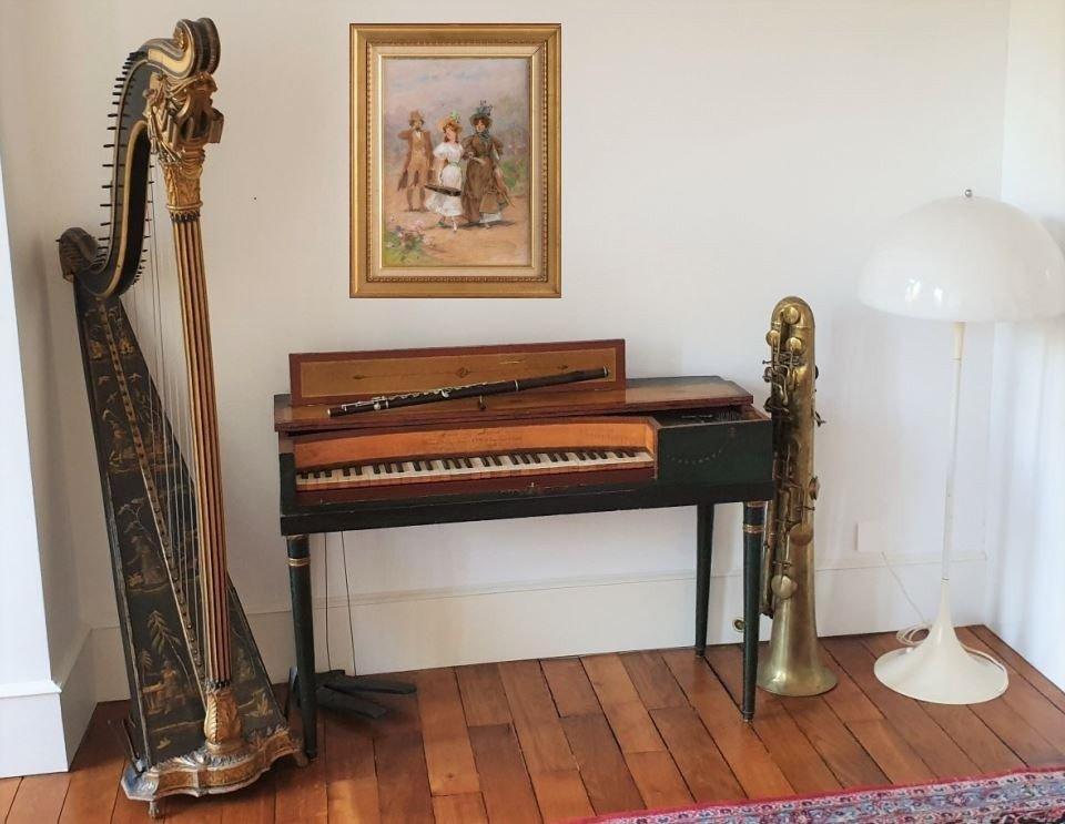 Un Salon De Musique clé en main Piano Erard Flûte Ophicleide Harpe Instruments De Musique Anciens