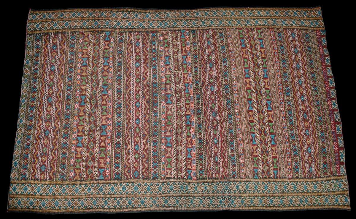 Kilim , Hanbel brodé, Khemisset, Moyen Atlas, Maroc, 119 cm x 171 cm, Laine, Vers 1970-photo-2