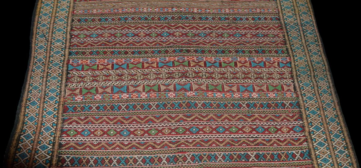 Kilim , Hanbel brodé, Khemisset, Moyen Atlas, Maroc, 119 cm x 171 cm, Laine, Vers 1970-photo-3