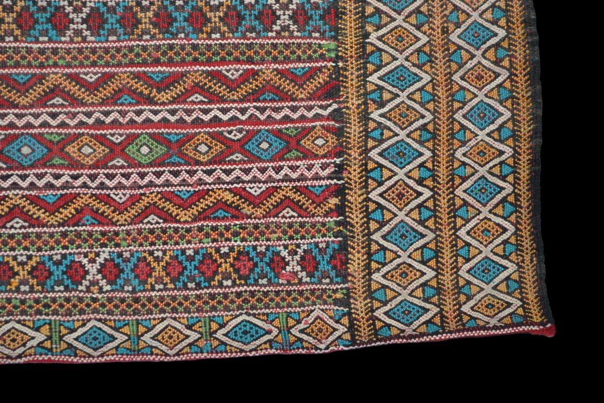 Kilim , Hanbel brodé, Khemisset, Moyen Atlas, Maroc, 119 cm x 171 cm, Laine, Vers 1970-photo-1