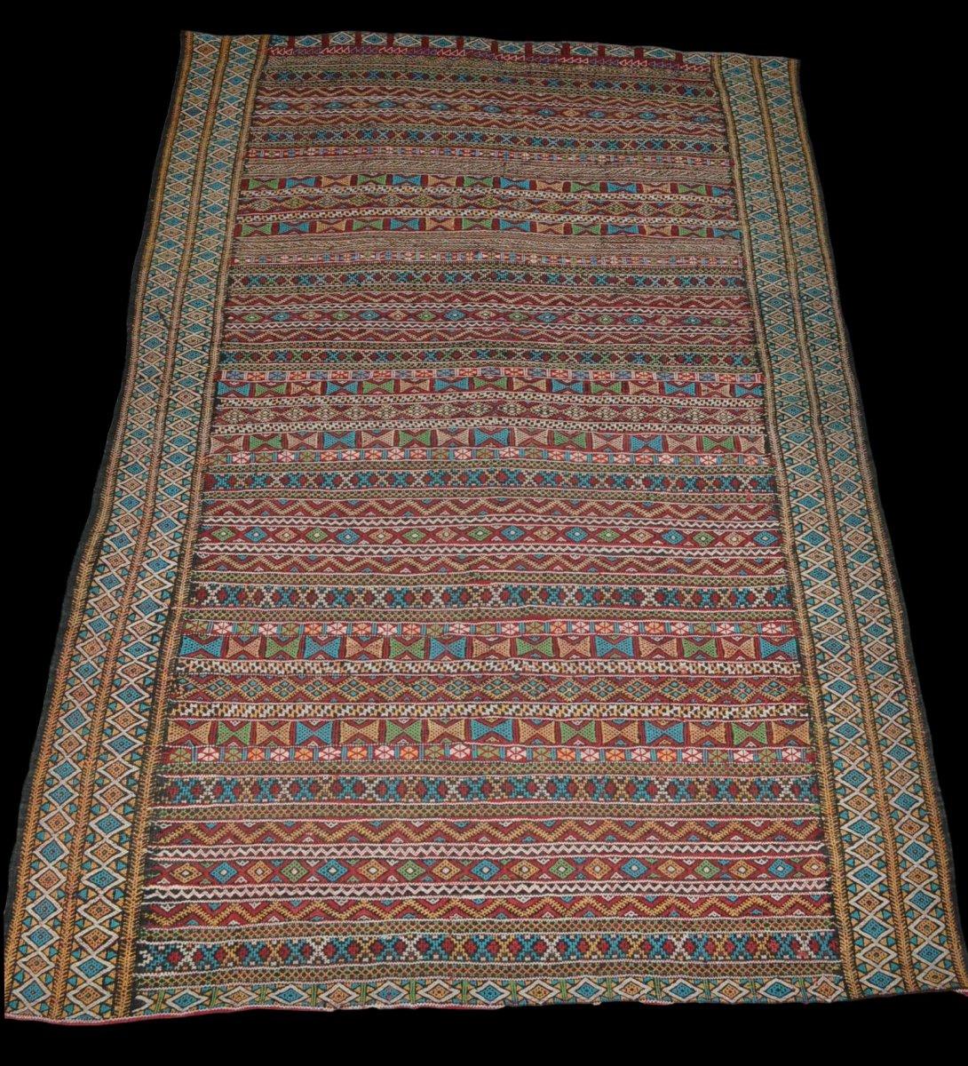 Kilim , Hanbel brodé, Khemisset, Moyen Atlas, Maroc, 119 cm x 171 cm, Laine, Vers 1970