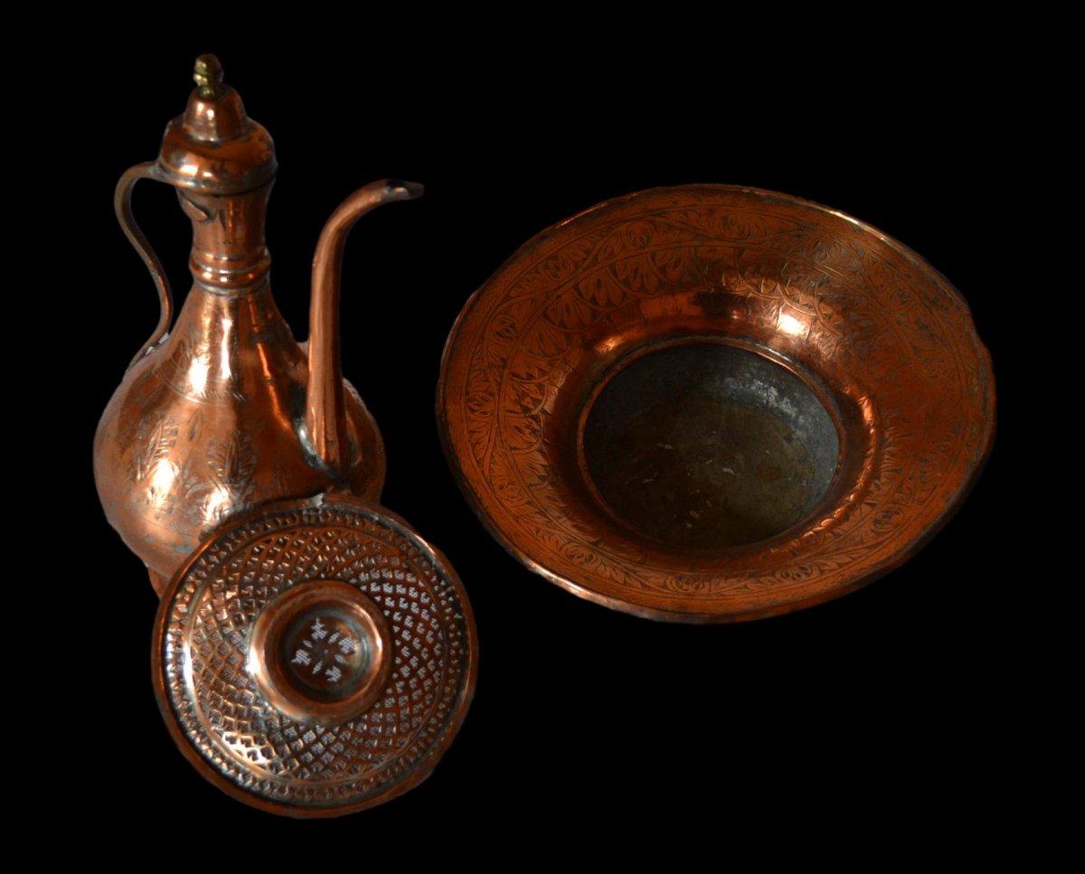 Aiguière et son bassin, cuivre rouge ciselé, Empire Ottoman, fin du XIXème Siècle, -photo-1