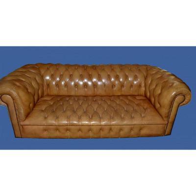 Canapé CHESTERFIELD Vintage, Cuir Miel , 3 places,  Angleterre vers 1970, en très bon état
