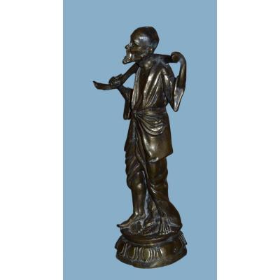 Grand Bronze d'un porteur d'eau,  Asie, première partie du XXème Siècle