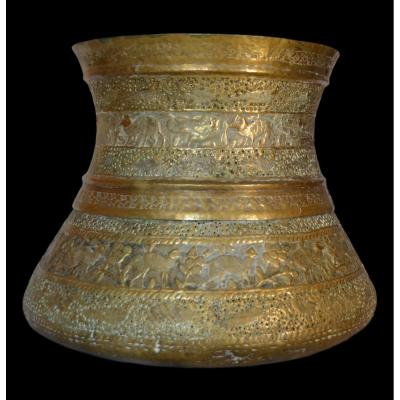 Important Chiseled Copper Vase, Indo-persian From The XIXth Century, In Superb Condition
