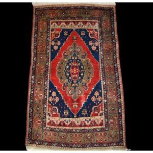 Tapis Kutaya ancien, Anatolie, Turquie, 111 cm x 165 cm, noué main au début du XXème siècle
