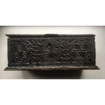Superb Wooden Chipcarved Box Seventeenth / Eighteenth Century