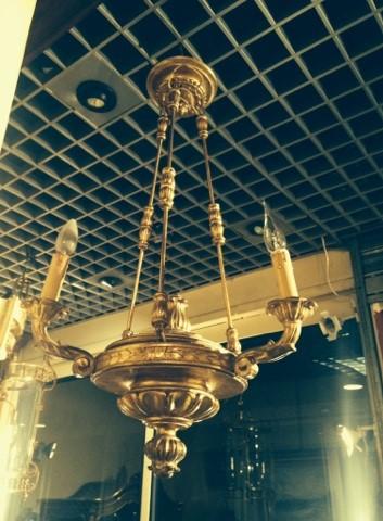 Lustre de style Empire en bois sculpté et doré