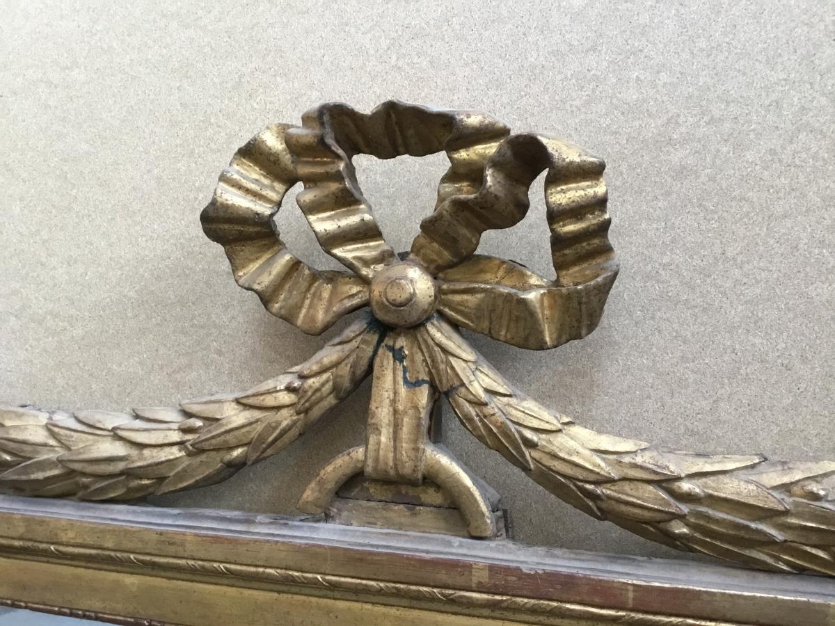 Miroir en bois sculpté et doré, époque Louis XVI