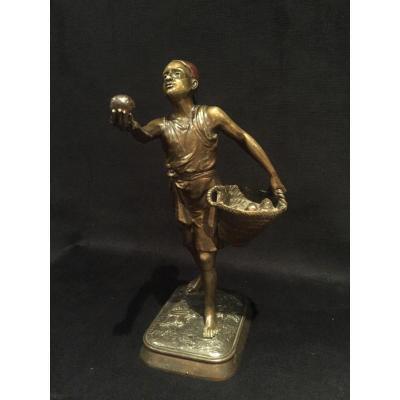 """Sculpture En Bronze """"le Vendeur De Pomme"""""""