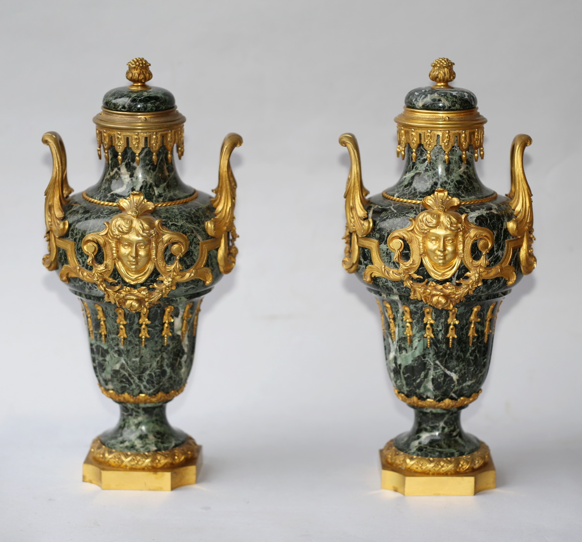 Paire De Vases Couverts Style Régence Circa 1880
