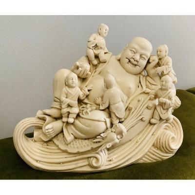 Blanc de Chine - Bouddha souriant avec des enfants