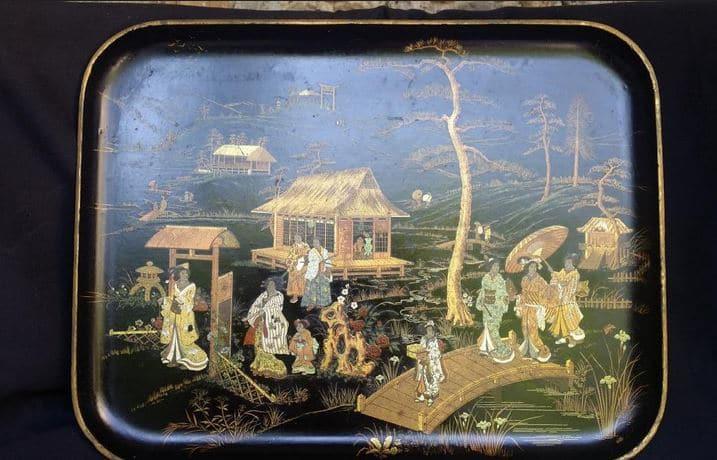 Plateau en papier mâché à décor oriental d'époque Napoléon III. (c) Proantic, galerie Accents Baroques